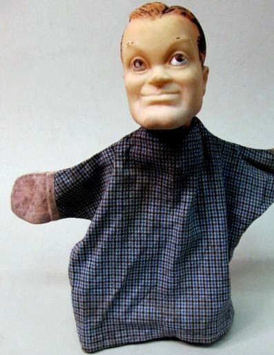 BOB HOPE w. soft vinyl/rubber molded head,  cloth body. His name is marked on backside of his head. Poppenkastpop. Puppe.