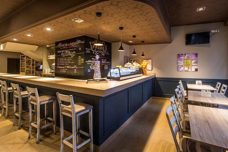 Finsa material: Superpan Decor Cambrian Oak Sega  Place: Bar Vasari, Miño, A Coruña, 2014   Project by: Jorge Pastor   Carpenters: 90 grados Carpinteros
