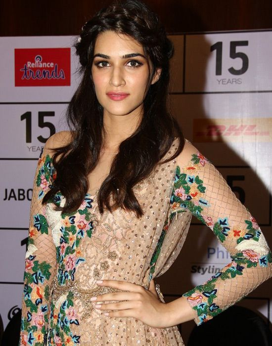 Let it loose: Kriti Sanon loose waves and braids