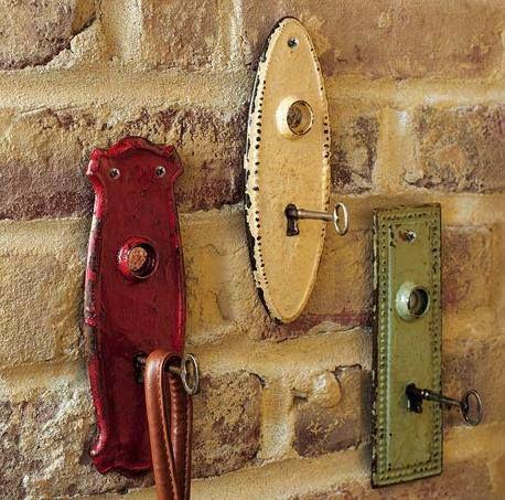 Use old key holder plates and skeleton keys for coat hangers, purse hangers, key…