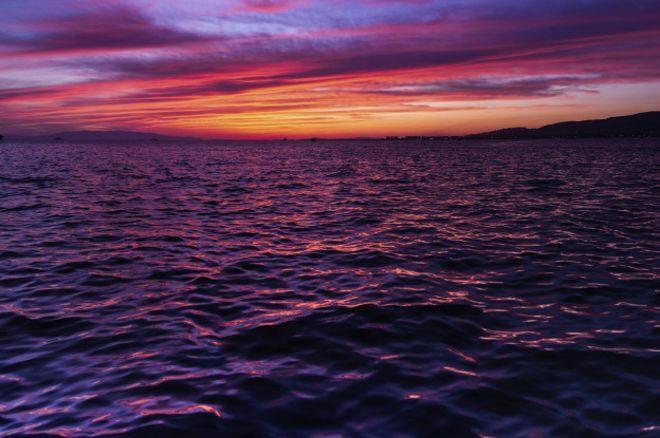 Ninguno de los textos sagrados o épicos de los antiguos griegos, indios, islandeses, judíos o mahometanos menciona el color azul, pese a que la descripción del cielo es uno de sus temas preferidos. ¿Por qué?