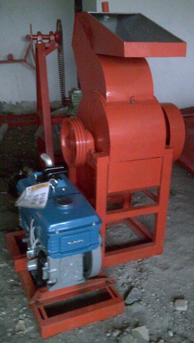 Mesin Penghancur Plastik adalah mesin yang digunakan untuk menghancurkan plastik yang sulit diuraikan tanah. Spesifikasi :      Kapasitas           : 500 Kg/ jam     Power                 : 48 Hp     Dimensi              : 165 x 100 x 165 cm     Ukuran hasil       : 1 cm     Pisau                  : 4 pisau duduk dan 9 pisau putar