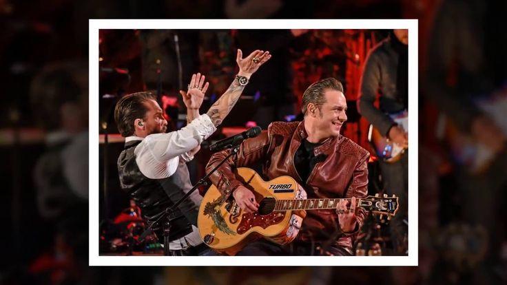 """BossHoss-Abend bei Sing meinen Song. Heute stehen die Gastgeber der vierten Staffel im Fokus während Mark Forster (33) stellvertretend durch den Abend führt. Und er hat gleich zu Beginn eine wichtige Frage an die zwei Jungs: """"Nervt euch euer Cowboy-Image manchmal?""""   Source: http://ift.tt/2sK0zQZ  Subscribe: http://ift.tt/2tn6ayo: The BossHoss genervt vom ewigen Cowboy-Image?"""