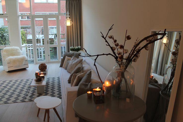 Eigen Huis en Tuin | Praxis. Een sfeervolle woonkamer met warme accenten.