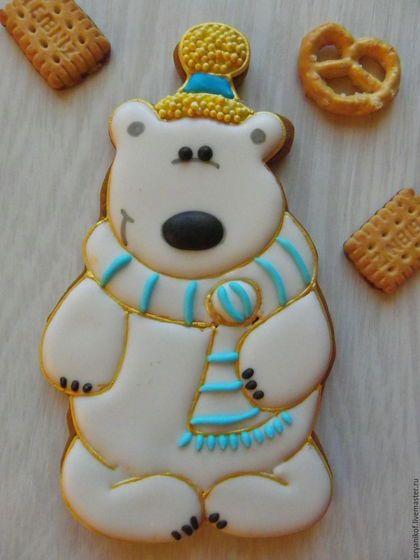Купить или заказать Белый медведь  с пакетиком чая. Новогодние пряники. в интернет-магазине на Ярмарке Мастеров. Новогодние пряники!!! Белый медвежонок с мешочком, внутри которого лежит пакетик черного чая. Елочка из молочного, бельгийского шоколада(Barry Callebaut) со вкусом нежного лайма!!! Как говорится просто добавь воды(кипятка) и наслаждайся букетом ароматов и вкусов!!! Набор упаковывается в прозрачный пакет с ленточкой.