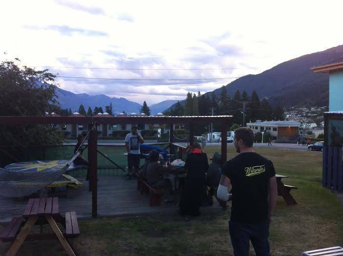 Winnies Gourmet Pizza Bar have started doing a BBQ every Tuesday here at Bungi Backpackers, Queenstown, for free! They then take people out to a few bars around Queenstown for a mini bar crawl. Awesome!!!