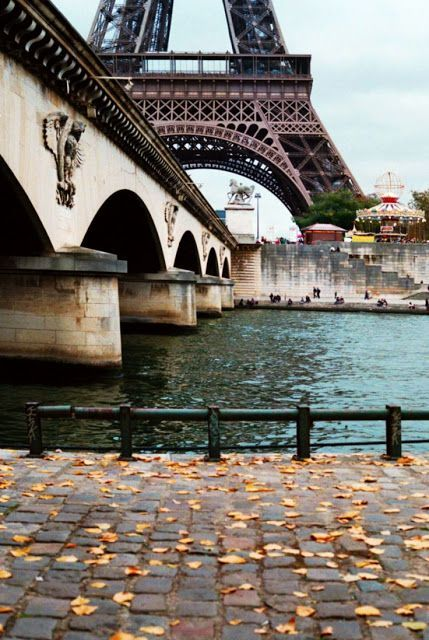 Different View of Eiffel Tower in Paris | Wonderful Places