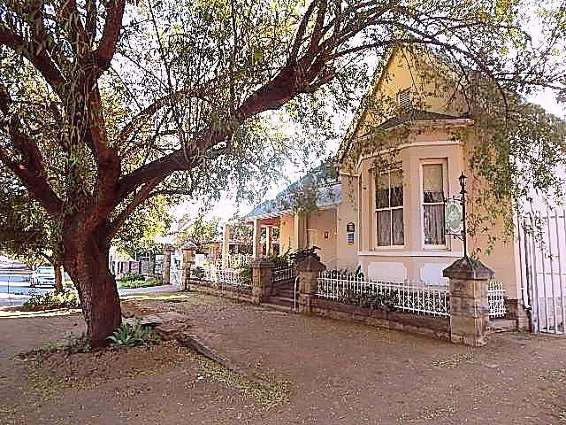 Cathy's Guesthouse in Craddock, small family run business in the Eastern Cape, pet friendly, three ensuite rooms each with their own entrance from the garden.