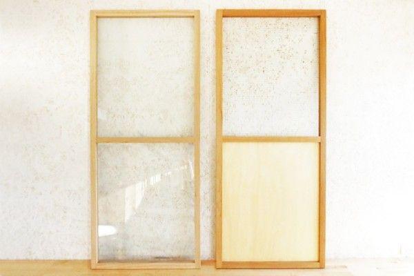 左が標準品。右は上面が型板ガラス、下面がシナ合板、全体にクリアイル塗装仕上げ。