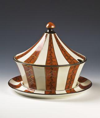 Soup-tureen by Nora Gulbrandsen (decor) and Hans Flygenring (model) for Porsgrund Porselen. Model nr 1825.