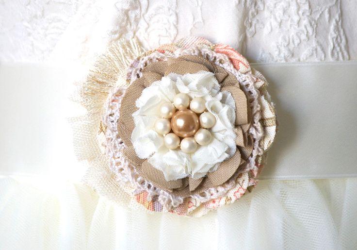 Flor de tela rústica ramillete de novia alfiler por rosyposydesigns