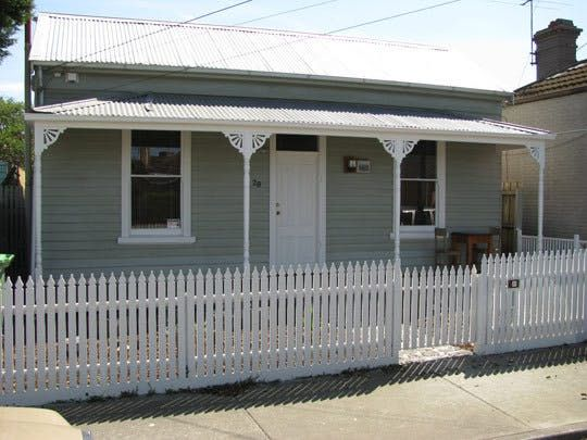 Name: Rachel PittsLocation: Footscray, Melbourne, AustraliaSize: 82 square meters [882 square feet]Years lived in: 3 years