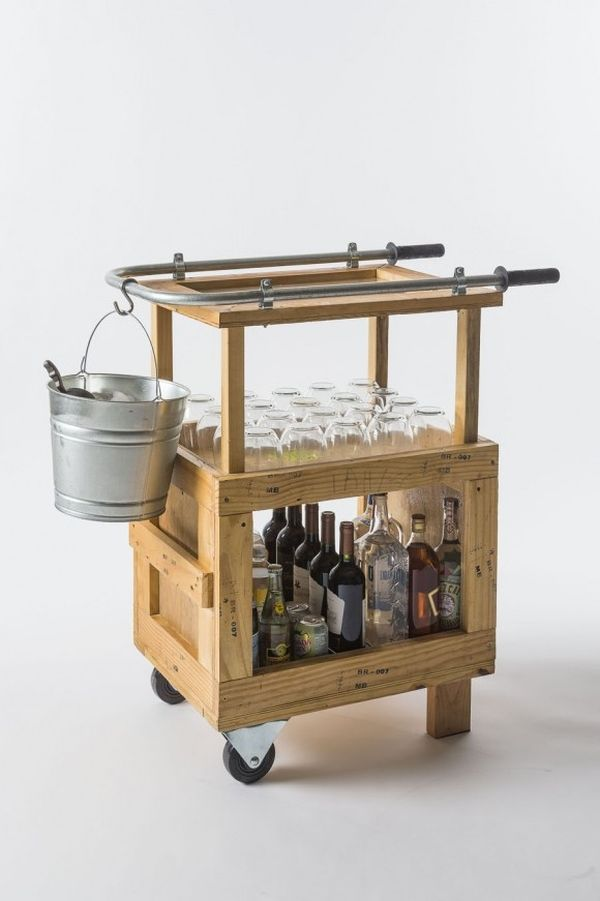 Cocktail cart made from shipping crates - DIY idea