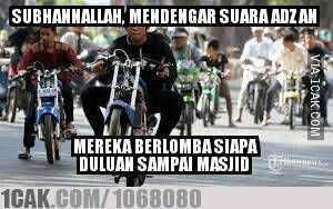 Maha suci Allh, mereka berlomba untuk pergi ke masjid. Pram from https://www.pram-software.com | #meme #indonesia #motor #balapan