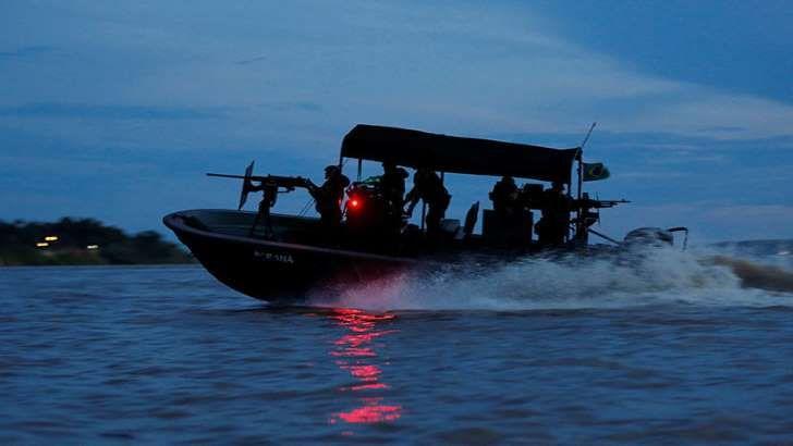 <p>Un ejercicio militar sin precedentes se lleva a cabo en el Amazonas, la mayor reserva de biodiversidad del planeta. En la triple frontera que une a Brasil, Colombia y Perú, se dio inicio a 'AmazonLog 17', maniobra que incluye, por vez primera, lapresencia activa de tropas estadounidensesen esa región central de Suramérica.</p>