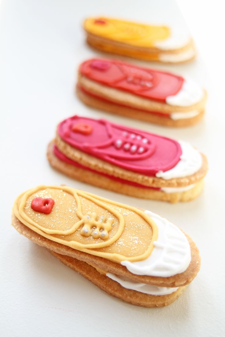 Icing cookies handmade with the pattern Bensimon  #icing cookies #french #bakery #frenchpastry