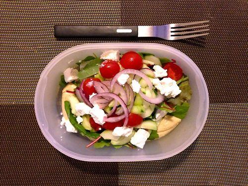 #Schiscetta - #Insalata con #Hummus di #Ceci , #Cetrioli, #Pomodorini Piccadilly, #Cipolla Rossa di Tropea e #Feta Greca