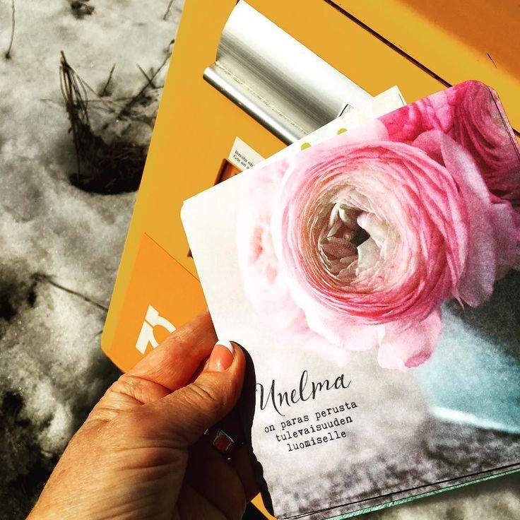 Kun oma mieli on maassa saa itselleen voimaa kirjoittamalla ystäville tsemppikortteja. #ystävä #yrittäjä #futuremarja #ystäväyrittäjät #kannustus #kannustusjoukot #postikortti #etanaposti #unelma
