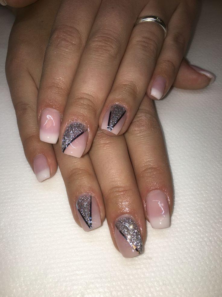 Franska neutrala naglar med silver glitter och stripes