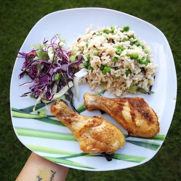 """405 kedvelés, 1 hozzászólás – Kolly (@kolly_workout) Instagram-hozzászólása: """"Rizibizi barna rizsből , són sült csirkecombbal 🍗🍖❤️ Sok ügyfelünk feltette a kèrdèst a…"""""""