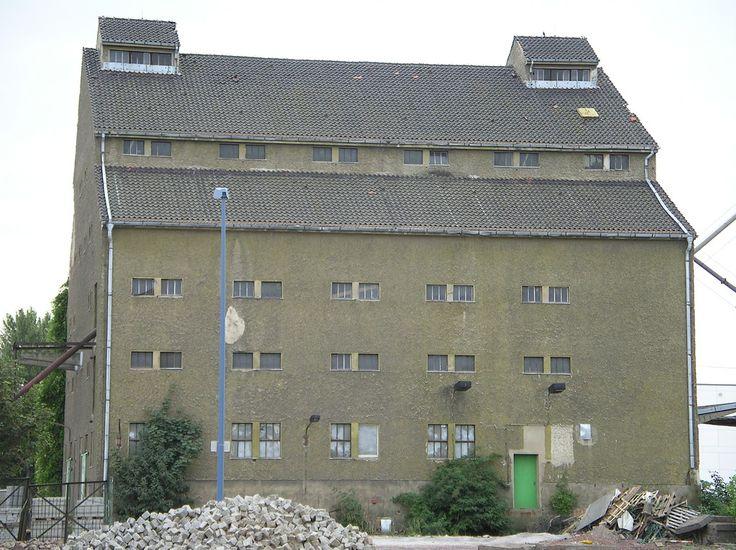 1938 Magdeburg Getreidesilo von Paul Schaeffer-Heyrothsberge in Gleitbauweise System Klotz Handelshafen Elbe-km 328 Werner-Heisenberg-Straße 1 in 39106 Alte Neustadt | von Bergfels