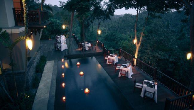 Indah, megah, intim, dan tersembunyi, itulah Kayumanis Ubud Private Villa & Spa. Hunian mewah ini seolah terpisah dari dunia luar. Disini, pasangan tamu akan merasakan suasana yang benar-benar private dan romantis serasa dunia milik berdua. Pasangan tamu juga bisa menikmati makan malam super romantis di tempat terbuka berbentuk panggung yang menghadap langsung ke lembah hijau. Untuk pemesanan langsung klik…