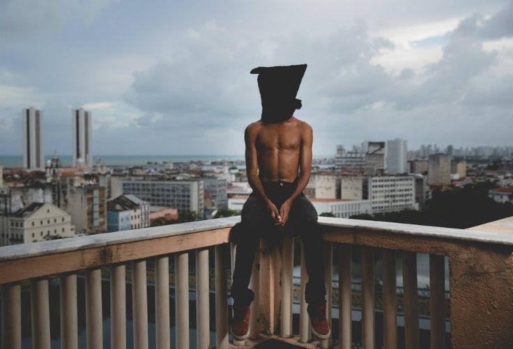 A convite doJornal do Commercio, o bailarino Jorge Kildery dança o Recife para as lentes do fotógrafo André Nery.