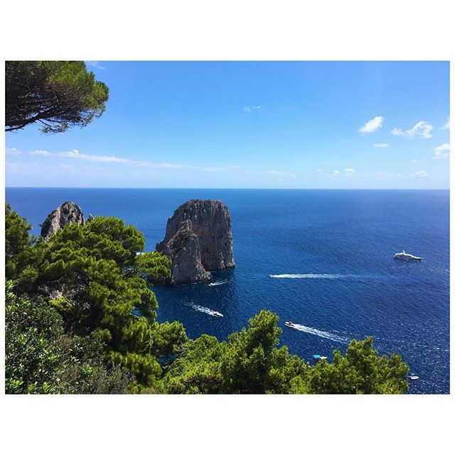 Wow. #instatravel #capri #igersitalia #igerscampania #beauty #love #instasummer #instaplaces #iphonephoto #endlesssummer #blue #awesome #instamoment #l4l #photoglobe