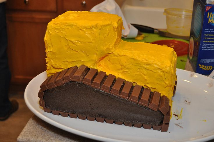 bulldozer cake Instructions (kit kat treads)