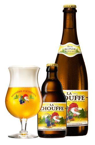 """Sterren ** La Chouffe - 8% alc./vol. Fles: 33cl, 75cl 150cl BIG CHOUFFE Vat: 20l """"LA CHOUFFE is een ongefilterd blond bier, zowel hergist op vat als op fles. Het is een aangenaam fruitig bier, gekruid met koriander en een lichte hopsmaak"""""""