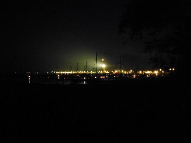 Uitzicht op de jachthaven Terschelling in de avond