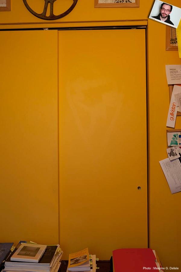 JEAN-SIMON DESROCHERS | Porte de garde-robe, un cœur fantôme, vestige d'anciens occupants. Non, Sico ne couvre pas tout. | Photo: Maxyme G. Delisle