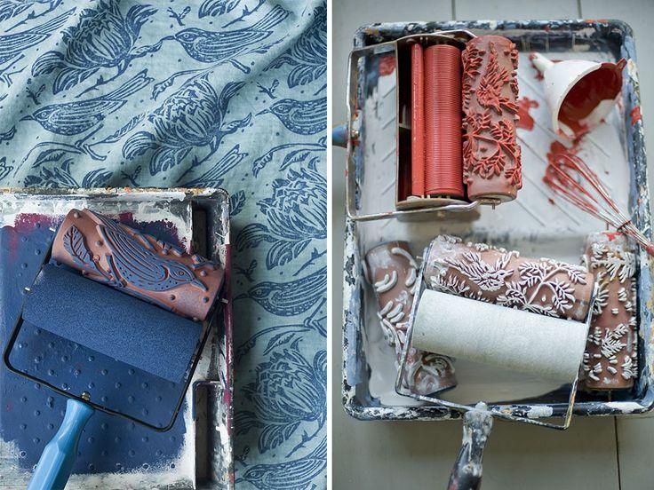 Effetto carta da parati ma realizzato a proprio gusto con un semplice rullo e vernice.