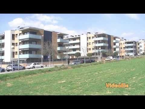 Un vídeo de español para extranjeros del nivel B2 sobre la crisis de España de 2008, para comprender la burbuja inmobiliaria y sus causas. Consiga gratis la transcripción en: http://www.videoele.com/B2_Espana-en-...