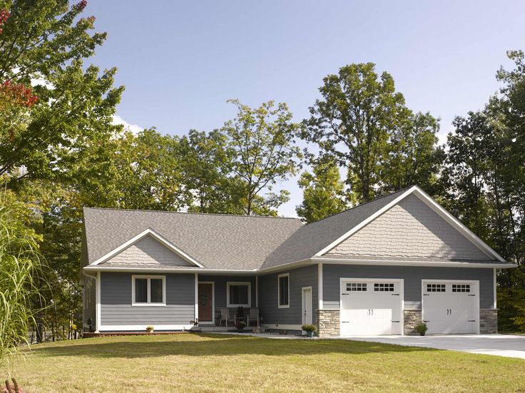The solid wood look and feel of CertainTeed ICON Composite Siding is unmistakable. This distinctive character is created through its wide flat face and squared edges.