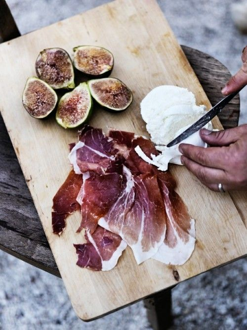 One of my all-time fave flavor combos - fig, goat cheese, and prosciutto.  <3