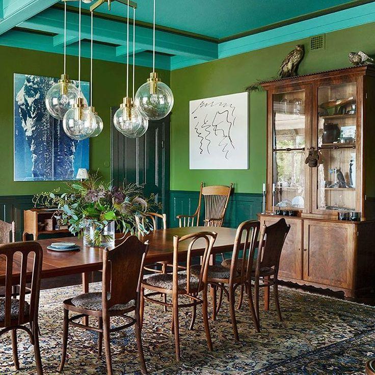 """Sköna Hem (@skonahem) on Instagram: """"Ett av alla fantastiska hem i nr 2 har en alldeles särskilt inspirerande matsal, med innertak,…"""""""