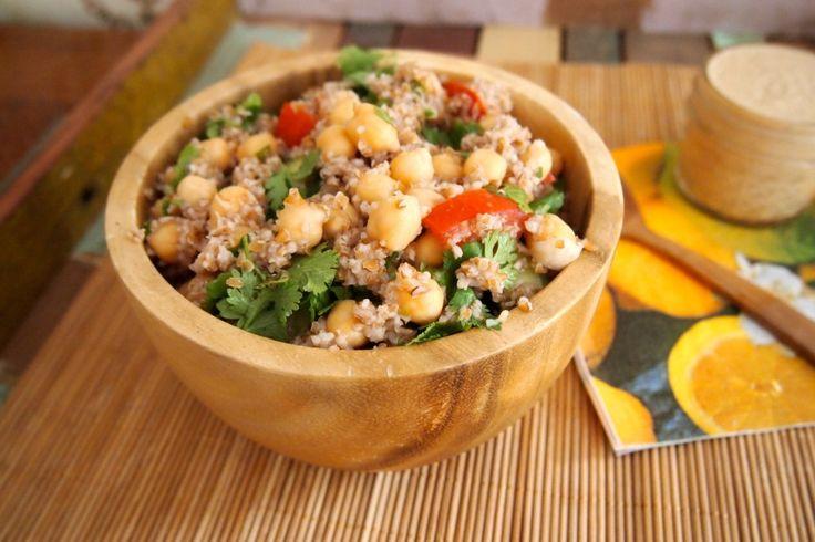 Ook zin in falafel, maar op zoek naar een gezondere optie of geen zin om uitgebreid te koken? Probeer deze falafel salade!