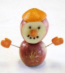 Hvordan lage spiselige snømann – frukt.no #jul #eple #appelsin #snowman