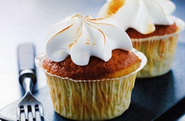 Sæt tænderne i disse lækre rabarber cupcakes med stængler fra haven eller supermarkedet. Vi bringer dig her opskriften fra Mette Blomsterberg!