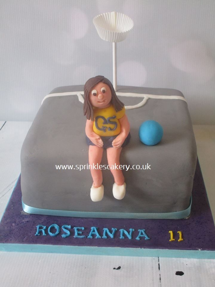 A netball themed cake to be taken into class for the birthday girls friends. The netballer was edible and handmade from fondant while the net was made from a cake pop stick and mini-muffin case. A sprinkle of edible glitter was added to the base for some extra sparkle.