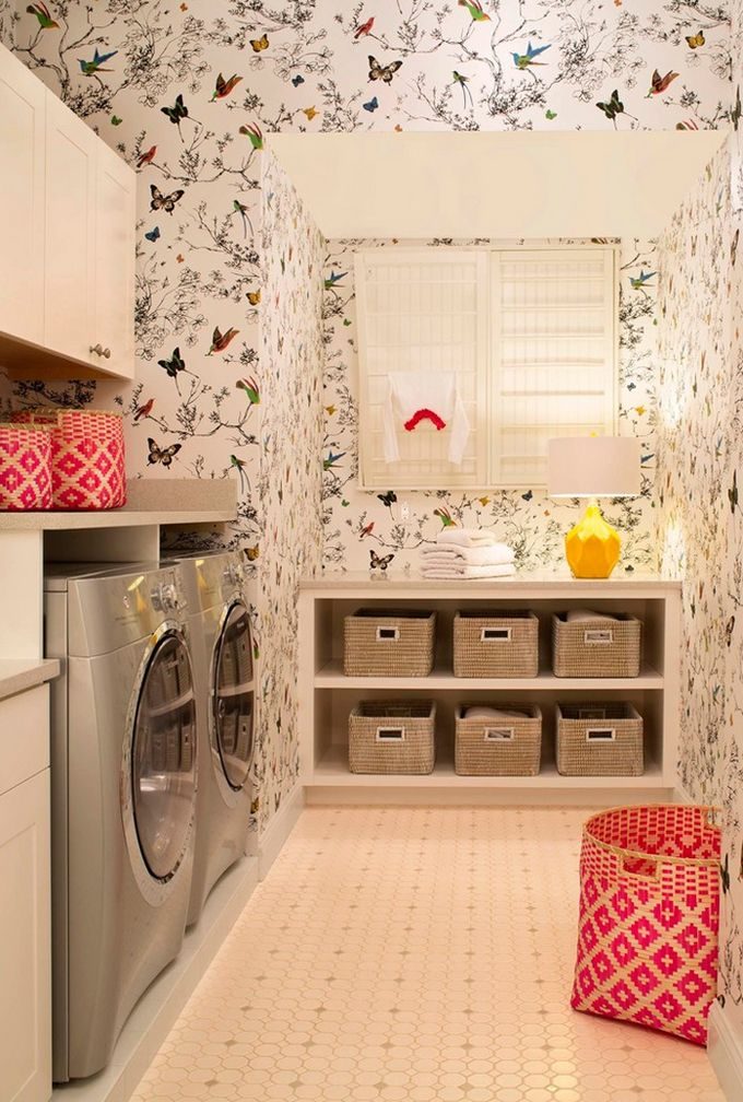 love this laundry room.  the wallpaperr.... all the baskets.... love love love