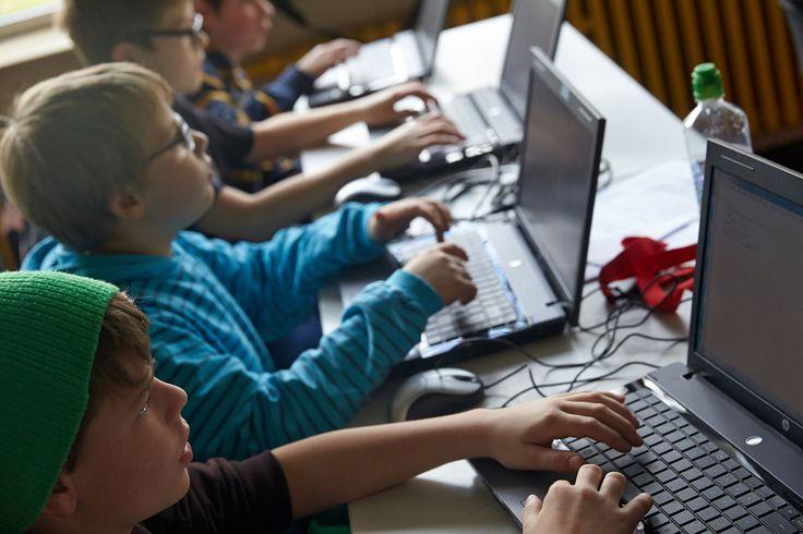Coole Sache, die Hacker School. Ich werde meine Jungs da sofort hinschicken, sobald es eine Dependence in Stuttgart gibt und die Kids 12 sind (http://www.hacker-school.de/startseite/). Bis dahin könnte ich ja Supporter werden. Sobald ich Zeit habe, kümmere ich mich drum.