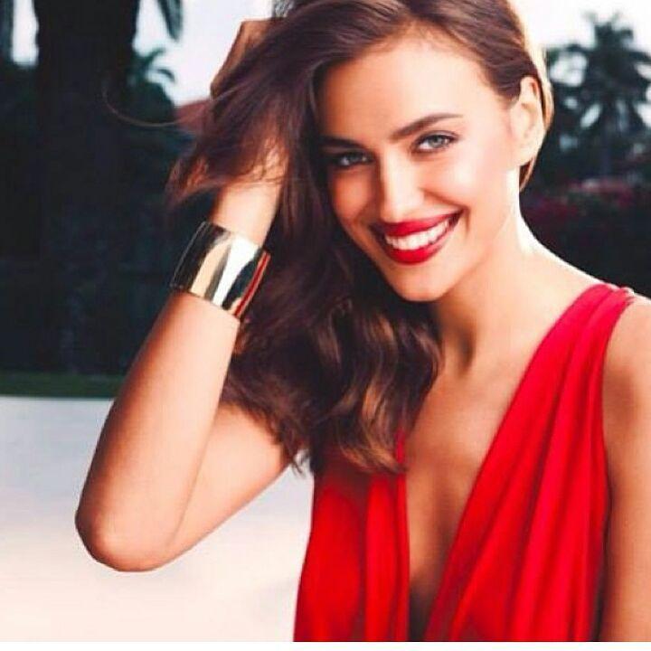 """259 kedvelés, 7 hozzászólás – Irina Shayk  (@irinashaykbrasil) Instagram-hozzászólása: """"My princess is so cute❤️ #perfection #perfect #princess #Avon #irinashayk #Queen #model #Angel…"""""""
