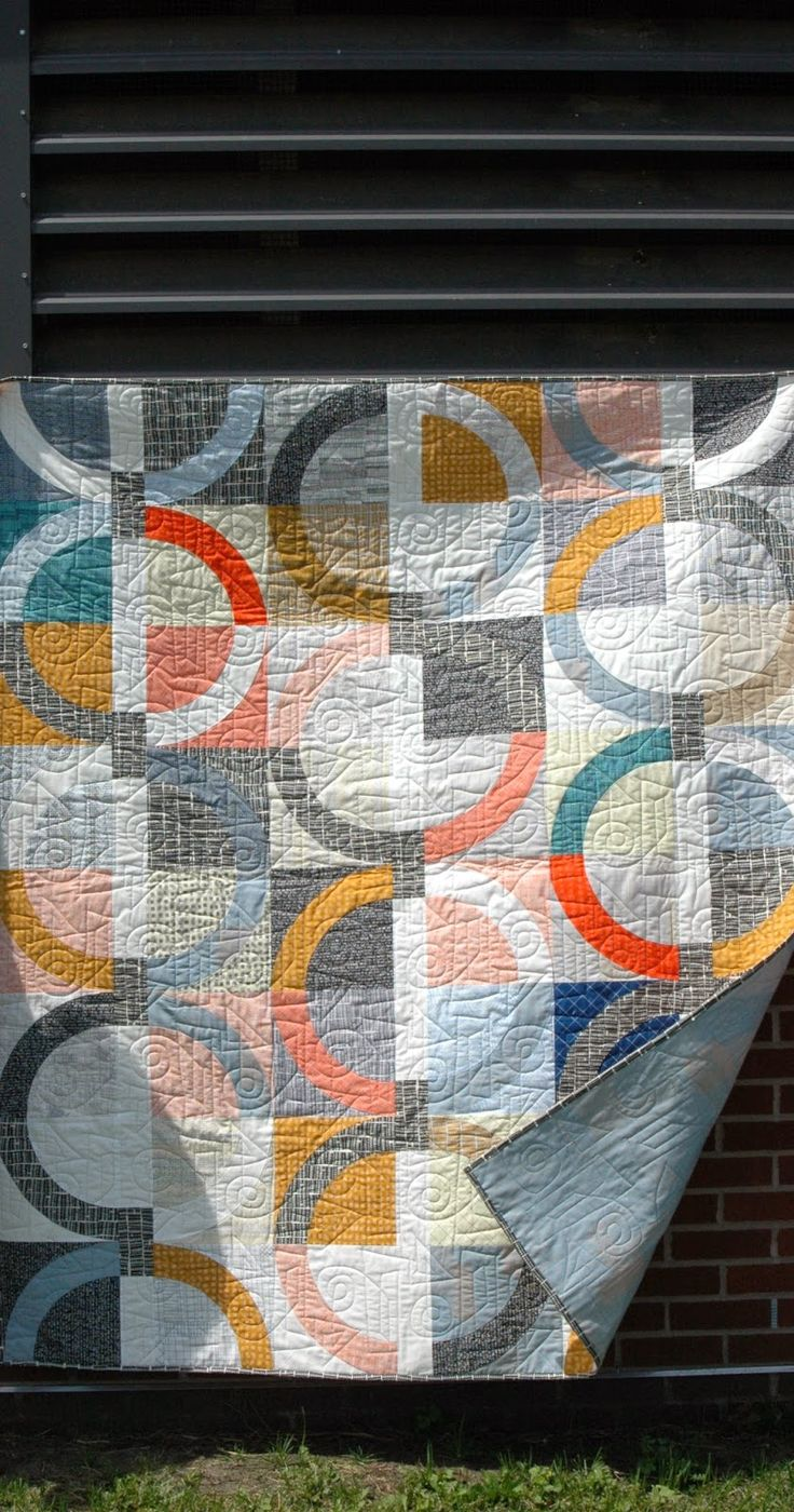 17+ best images about Modern quilts on Pinterest Triangle quilts, Quilt modern and Square quilt