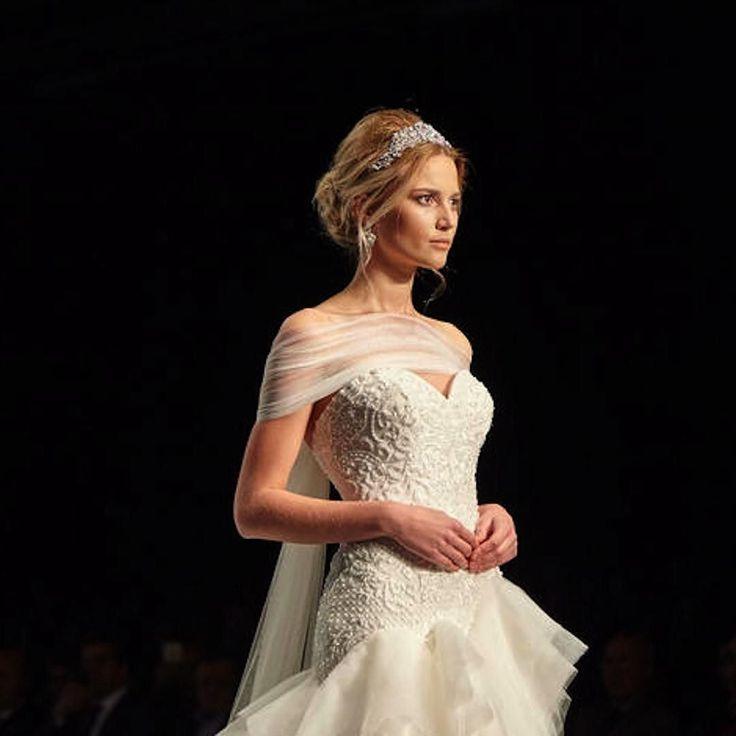 #AlessandraRinaudo  2017  #bridemagru #свадьба #невеста #мода #стиль #тренды #модель #платье #свадебноеплатье #wedding #fashion #bride #trends #trendsetter #dress #weddingdress #weddinggown #style #model #look #luxury