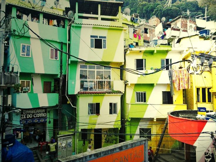 Casa coloridas do Morro Santa Marta localizado em Botafogo, Rio de Janeiro.