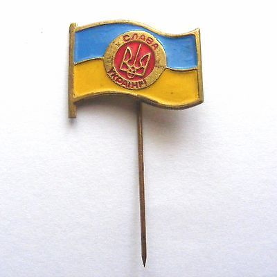 Badge on the needle. Tryzub with patriotic slogan on the flag of Ukraine.  #Oldbadge #metallicbadge #badgeneedle #badgepin #badge #pin #Tryzub #Trident #patrioticslogan #stateflag #flagUkraine
