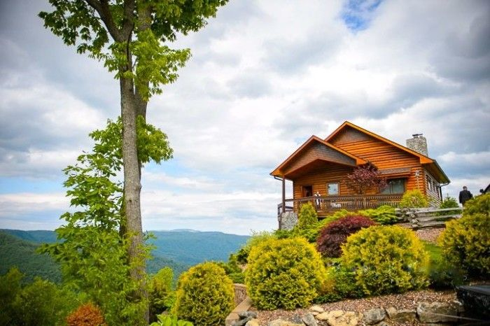 11. Unbeatable views ... These 11 Awesome Cabins In North Carolina Will Give You An Unforgettable Stay With fall approaching, you'll want to make the most of the Blue Ridge Mountains and book your stay in a log cabin. You'll get a rustic mountain feel, beautiful views, and sometimes a hot tub! Check out these eleven for a great fall trip.