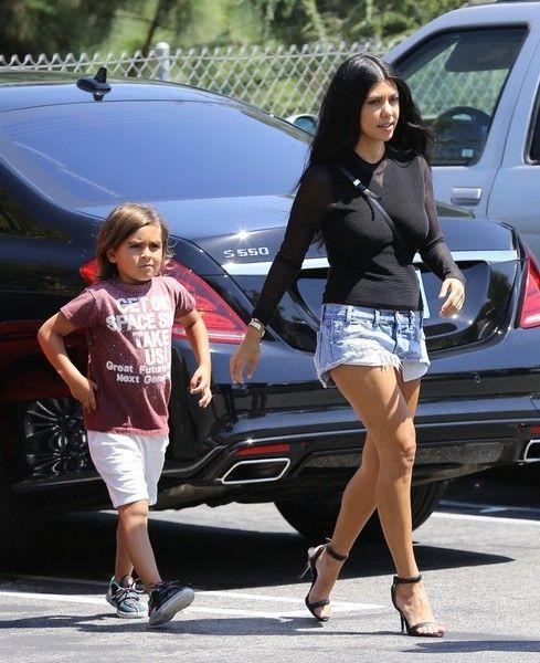 17 Best Ideas About Kim Kardashian Pregnant On Pinterest Kim Pregnant Kardashian Style And